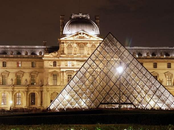 Photo from http://1.bp.blogspot.com/-izWBtP4C2Po/Tk8ZZsn5UCI/AAAAAAAACaI/jbQcw4Glbxo/s1600/visiter-louvre-paris.jpg